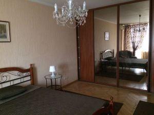 3-х комнатная квартира около метро Достоевская